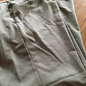 Comfort Equipped haggar cuffed dress pants 40 x 32